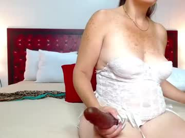 [29-04-21] annie_catt73 record video with toys