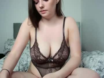 [24-05-20] katieat8688 video with toys