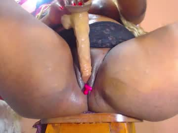 [29-07-21] shantall_wolf record video with toys